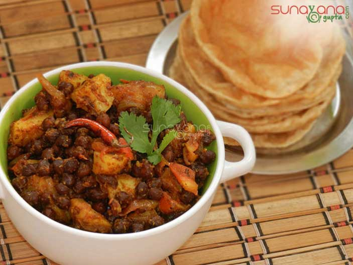 aloo-chane-ki-ghughni-recipe-492